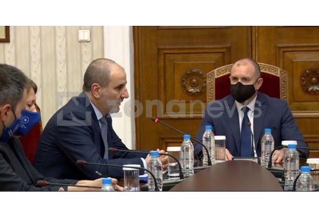 """Радев прие на """"Дондуков"""" 2 човека, който го наричаше българският """"Мадуро"""""""
