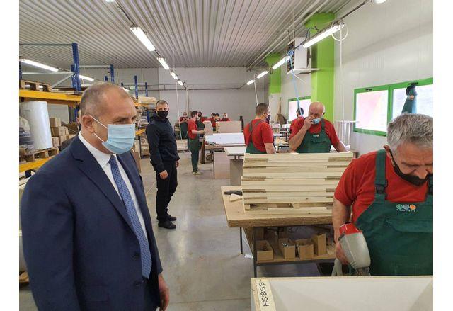 Румен Радев в мебелна фабрика Мебел стил ООД в Търговище