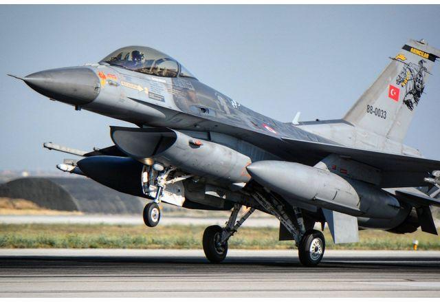 САЩ продават изтребители F-16 на Турция, но с условие да инвестират в F-35
