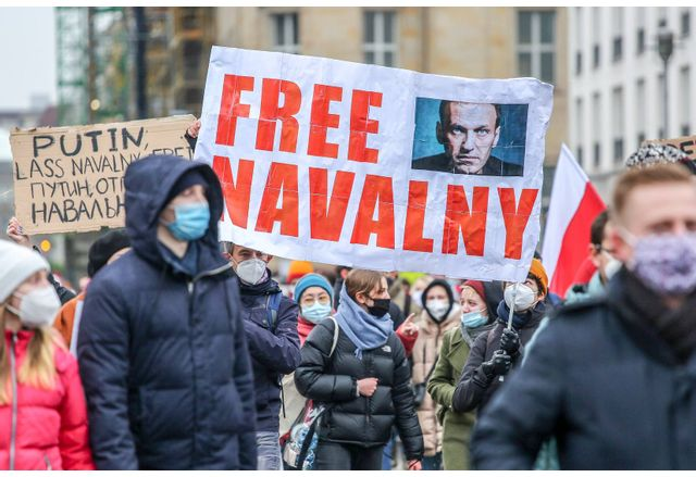 САЩ удрят със санкции 35 руски олигарси, политици и журналисти