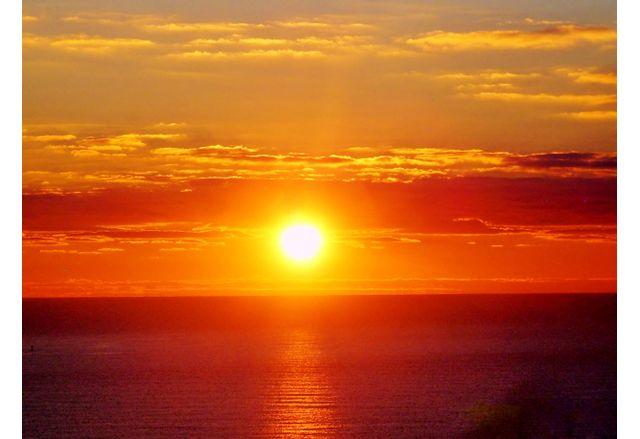 Слънцето излъчва ниски честоти, които биха звучали като музика или пеене