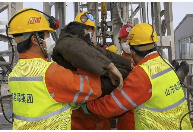 Спасиха китайски миньори след две седмици под земята