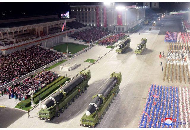 Среднощният парад в Северна Корея