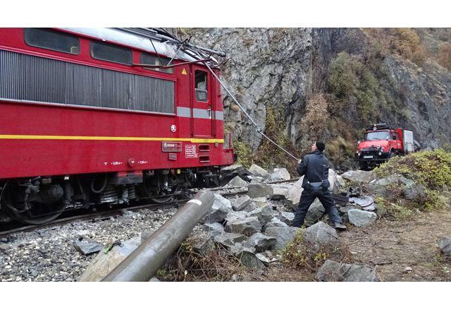 Товарен влак дерайлира край село Мурсалево