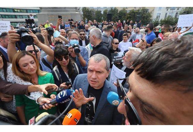 Тошко Йорданов, Мая Манолова и Филип Станев бяха изгонени от протестиращите