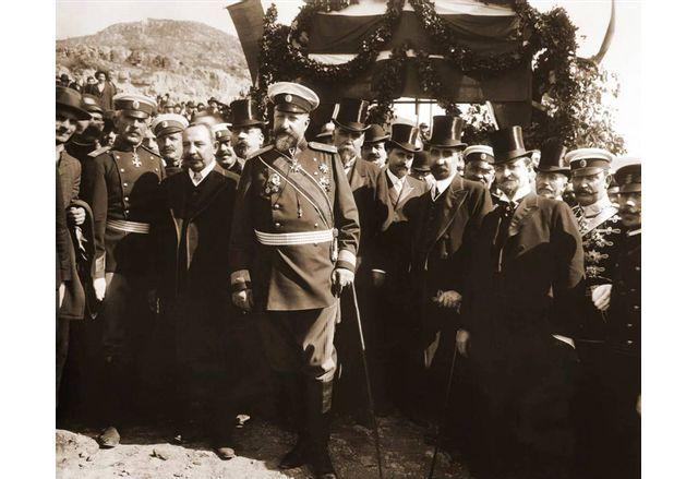 Фердинанд I и правителството при обявяването на независимостта на България