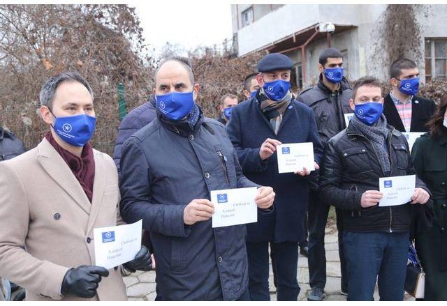 Цветанов се намъкна на протест за Навални