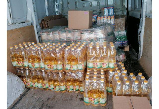 Част от събраните продукти в хранителната банка в Сливен