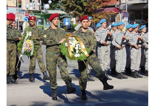В Шумен поднесоха цветя в памет на героите на Съединението