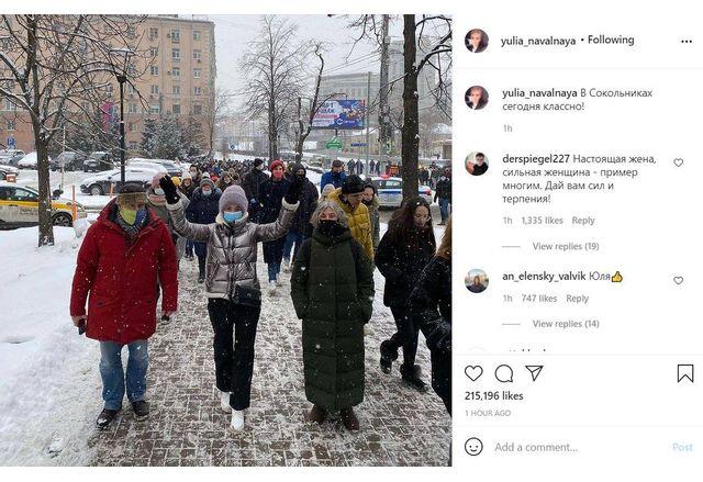 Юлия Навалная съобщава в своя Instagram профил, че протестира в района на метростанция Соколники