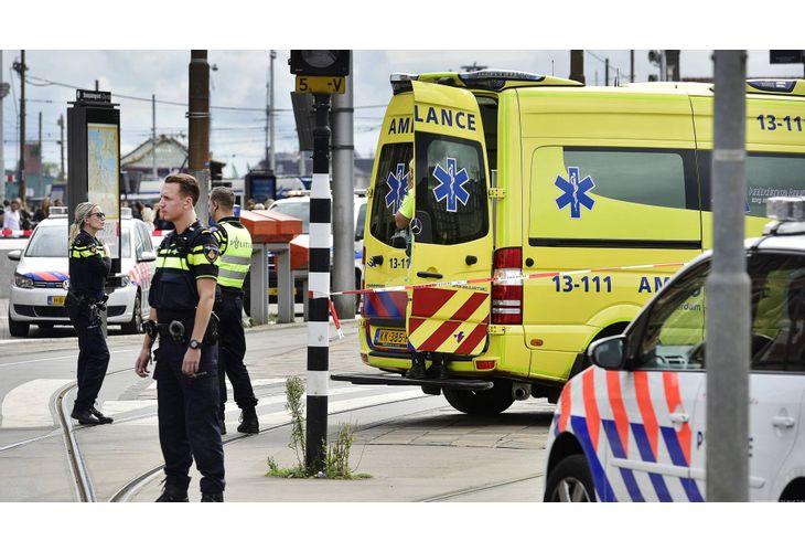 Двама души са убити при нападение с нож в Нидерландия