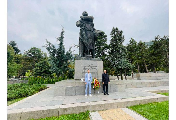 Кметът Калин Каменов (вдясно) и зам.-кметът Александър Владимиров (вляво)