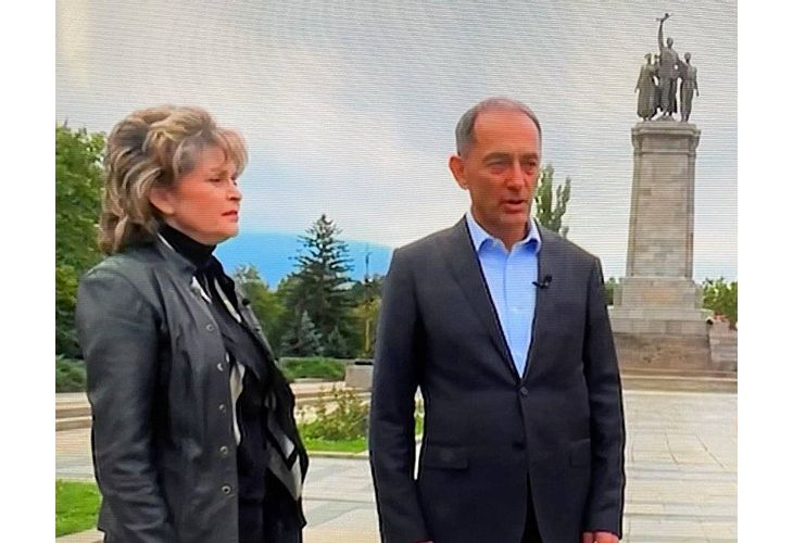 Мартин Заимов и Светлана Шаренкова на фона на МОЧА