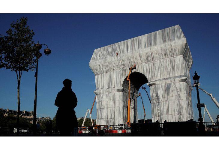 Опакованата Триумфална арка