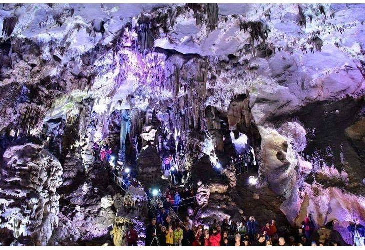 Пещерата Леденика