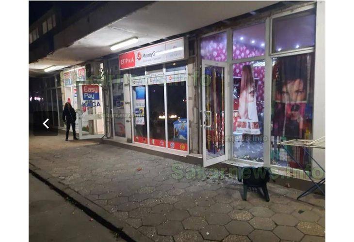 Разбитите офиси в центъра на Харманли